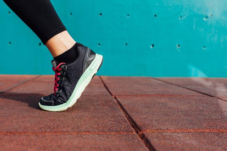 Ćwiczenia chodu w rehabilitacji po udarze mózgu. Rehabilitacja po udarze.