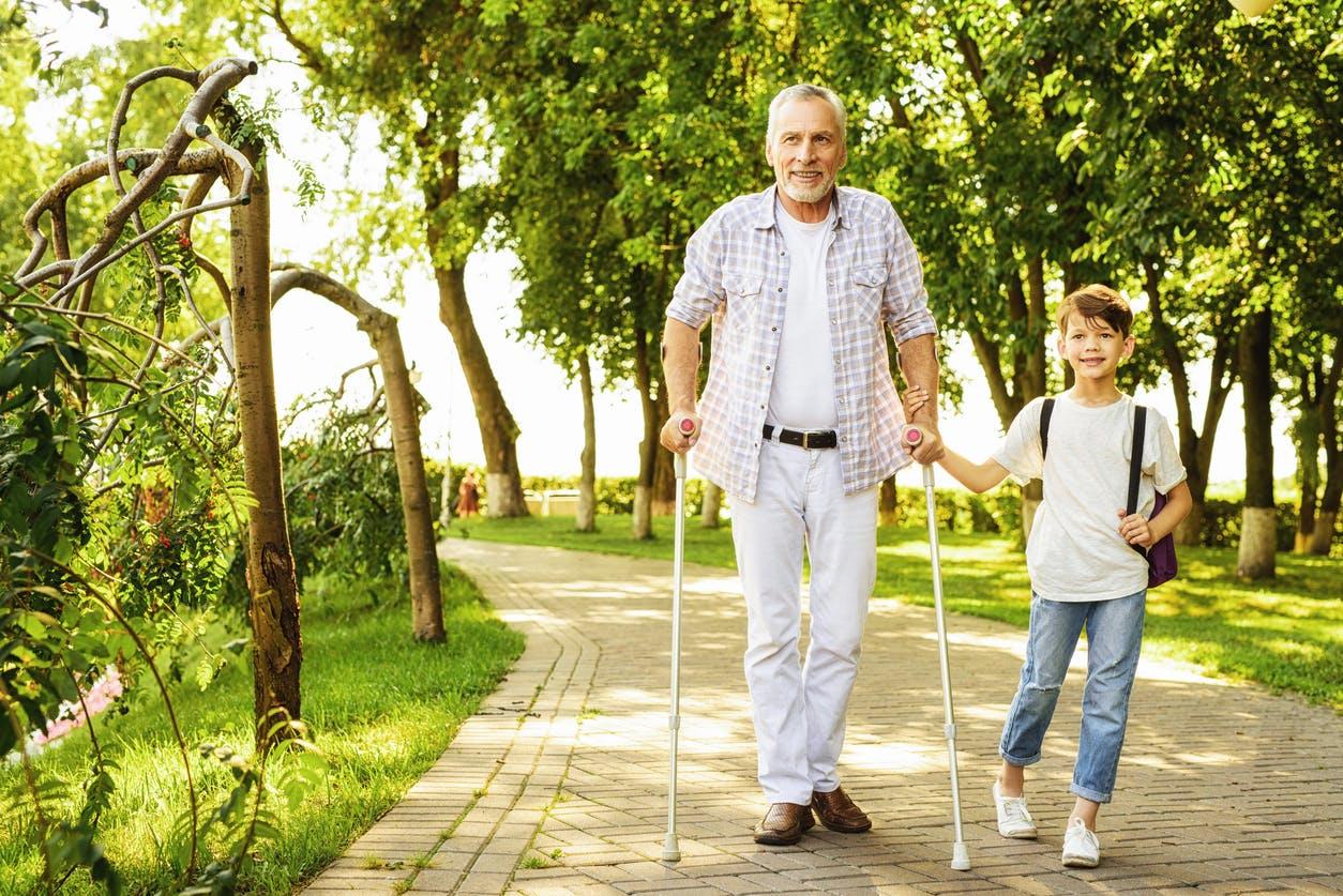 Jak naturalnie rehabilitować opadającą stopę (terapia po udarze)