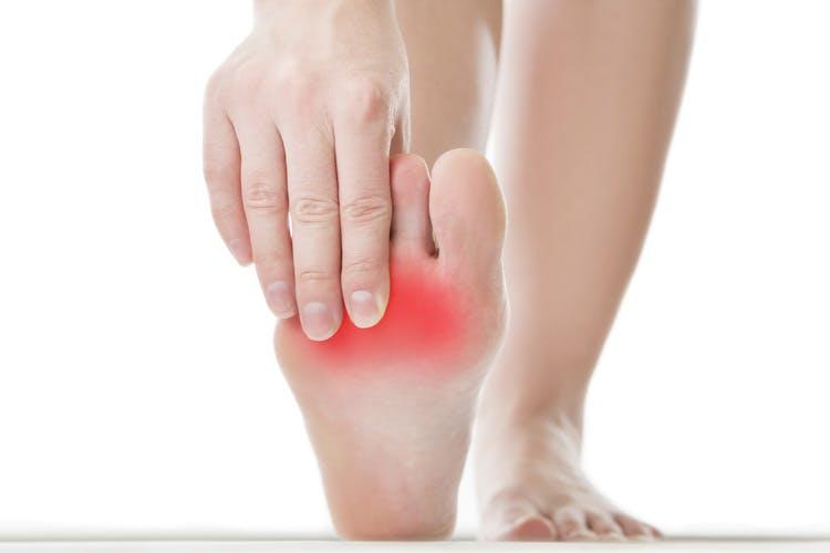 Jak leczyć podwinięte palce: przyczyny, leczenie i wskazówki
