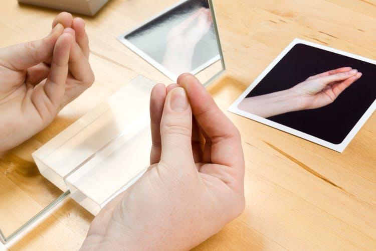 Jak rehabilitować niedowład dłoni w rehabilitacji po udarze mózgu ?